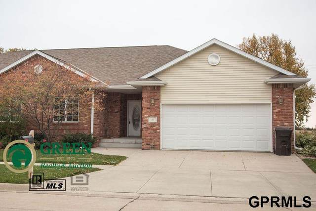 925 Saint Andrews Court, York, NE 68467 (MLS #22022884) :: kwELITE