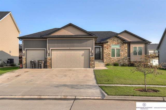 2810 Valley Stream Drive, Lincoln, NE 68516 (MLS #22023142) :: The Excellence Team