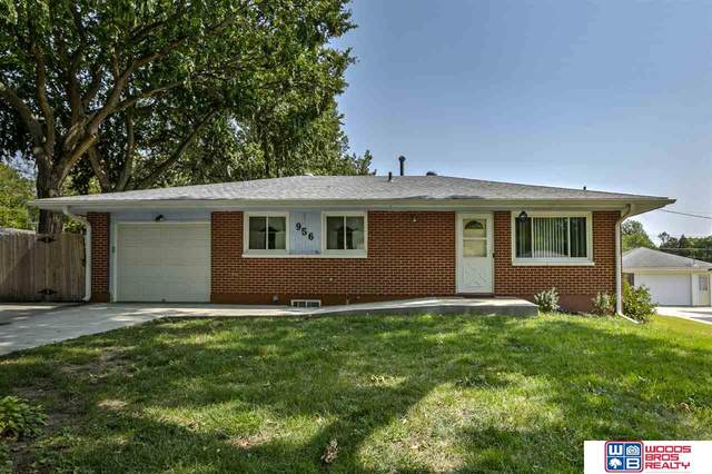 956 N 68th Street, Lincoln, NE 68505 (MLS #22023362) :: Lincoln Select Real Estate Group