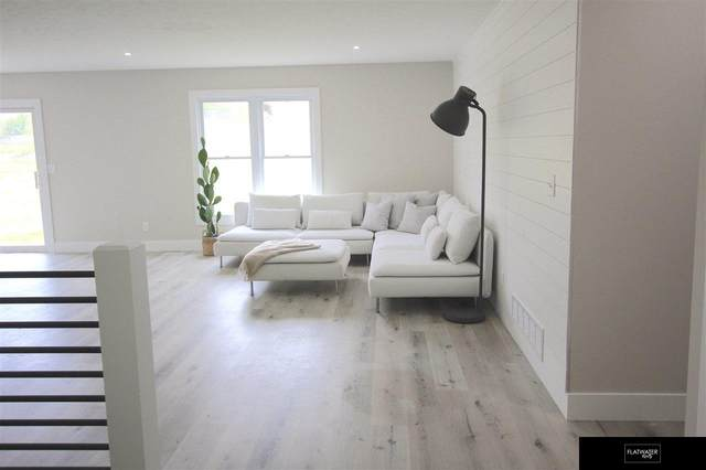 11303 S 213 Th Circle, Gretna, NE 68028 (MLS #22023457) :: Catalyst Real Estate Group
