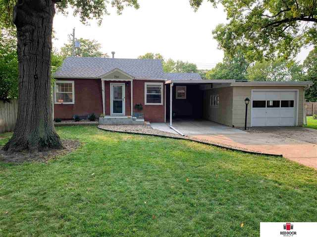 701 S 50th Street, Lincoln, NE 68510 (MLS #22023463) :: Lincoln Select Real Estate Group