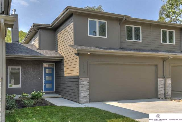 9714 Southby Plaza, Omaha, NE 68124 (MLS #22023763) :: Catalyst Real Estate Group