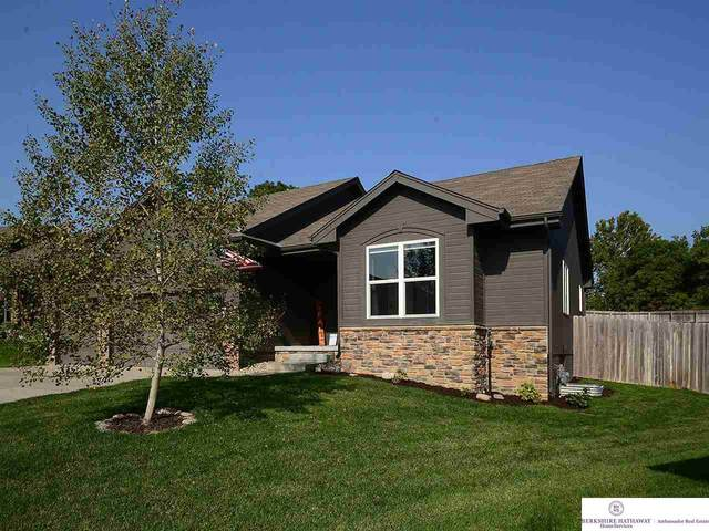 902 Gayle Street, Papillion, NE 68046 (MLS #22023850) :: One80 Group/Berkshire Hathaway HomeServices Ambassador Real Estate