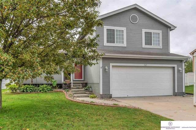 907 Edgewater Drive, Papillion, NE 68046 (MLS #22023914) :: One80 Group/Berkshire Hathaway HomeServices Ambassador Real Estate