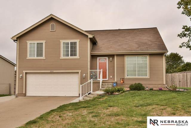 10304 S 27th Street, Bellevue, NE 68123 (MLS #22024013) :: One80 Group/Berkshire Hathaway HomeServices Ambassador Real Estate