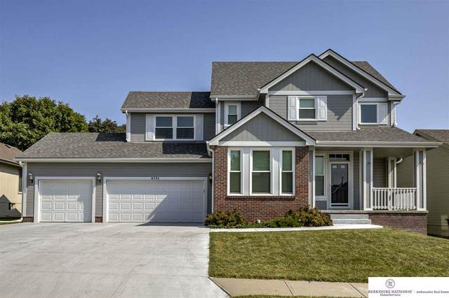 9701 S 27 Street, Bellevue, NE 68123 (MLS #22024083) :: One80 Group/Berkshire Hathaway HomeServices Ambassador Real Estate