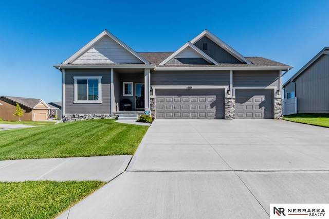 1928 Mesa Street, Bellevue, NE 68123 (MLS #22024128) :: One80 Group/Berkshire Hathaway HomeServices Ambassador Real Estate