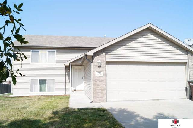 1454 Torreys Drive, Lincoln, NE 68521 (MLS #22024163) :: kwELITE