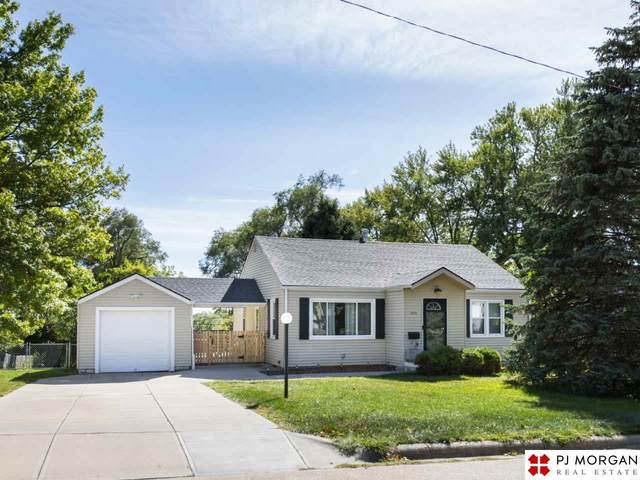 6035 Lafayette Avenue, Omaha, NE 68132 (MLS #22024458) :: Capital City Realty Group