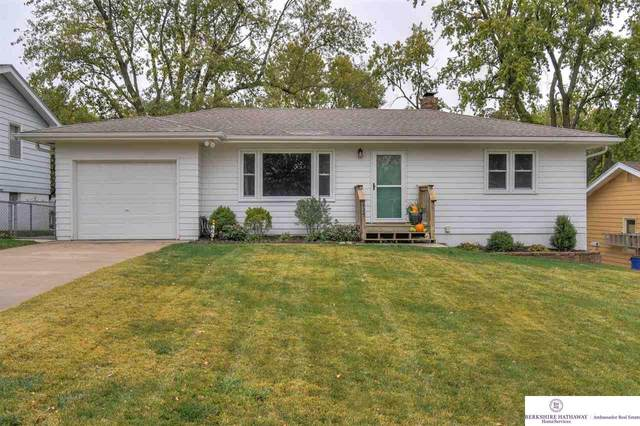425 West Plains Road, Gretna, NE 68028 (MLS #22026318) :: kwELITE