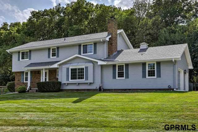 8124 Raven Oaks Drive, Omaha, NE 68152 (MLS #22026414) :: Lincoln Select Real Estate Group