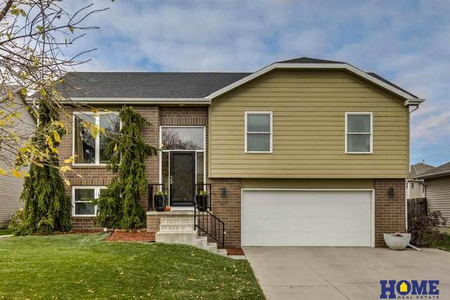 7817 S 59th Street, Lincoln, NE 68516 (MLS #22026418) :: One80 Group/Berkshire Hathaway HomeServices Ambassador Real Estate