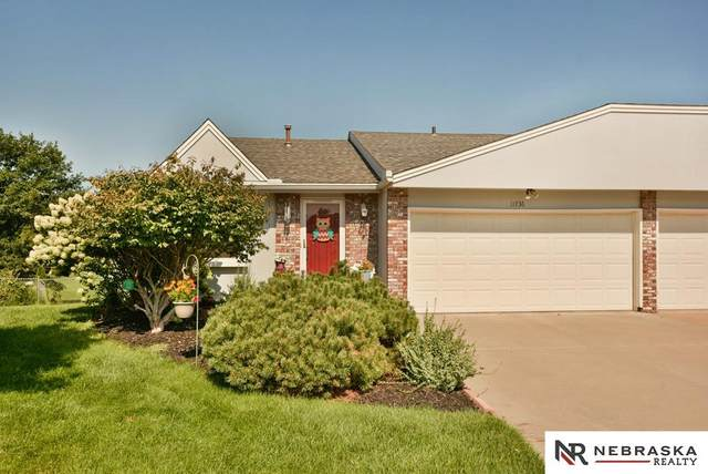 11736 Ruggles Circle, Omaha, NE 68164 (MLS #22026431) :: Capital City Realty Group