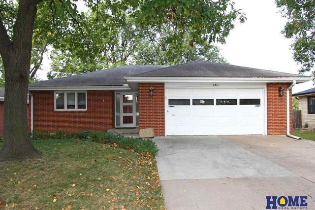 1811 N 62nd Street, Lincoln, NE 68505 (MLS #22026436) :: One80 Group/Berkshire Hathaway HomeServices Ambassador Real Estate