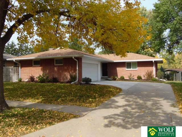 2430 N Cheshire, Lincoln, NE 68512 (MLS #22026638) :: One80 Group/Berkshire Hathaway HomeServices Ambassador Real Estate