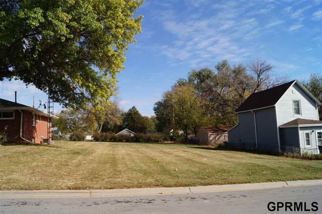 2420 NW 7th Street, Lincoln, NE 68521 (MLS #22026708) :: Cindy Andrew Group