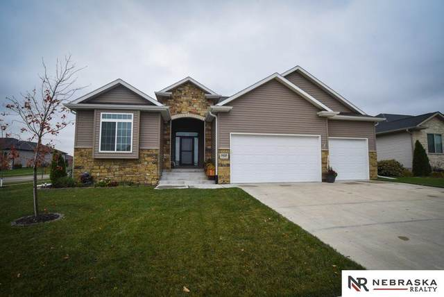 9425 S 32nd Street, Lincoln, NE 68516 (MLS #22026810) :: One80 Group/Berkshire Hathaway HomeServices Ambassador Real Estate