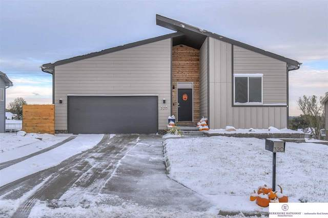 320 Fairway Circle, Plattsmouth, NE 68048 (MLS #22026838) :: kwELITE