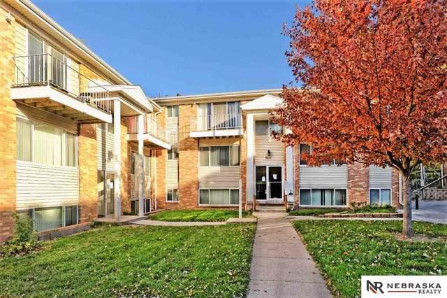 8240 Blondo Street, Omaha, NE 68134 (MLS #22026915) :: kwELITE