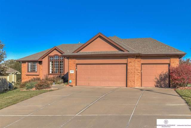16056 Ruggles Street, Omaha, NE 68116 (MLS #22026939) :: One80 Group/Berkshire Hathaway HomeServices Ambassador Real Estate