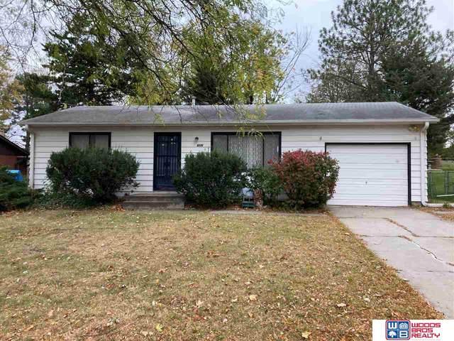 8226 Chestnut Lane, Lincoln, NE 68510 (MLS #22027016) :: Stuart & Associates Real Estate Group