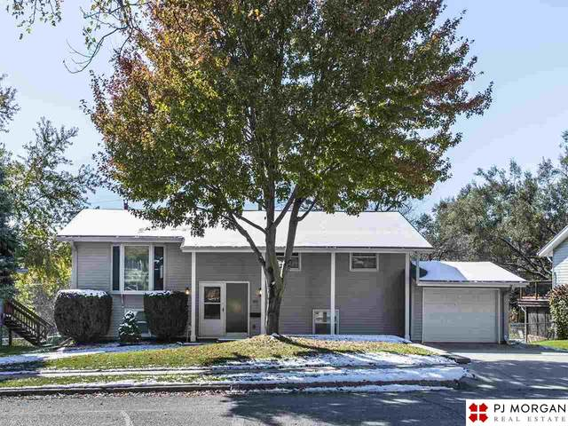 9219 Meadow Drive, Omaha, NE 68114 (MLS #22027025) :: One80 Group/Berkshire Hathaway HomeServices Ambassador Real Estate