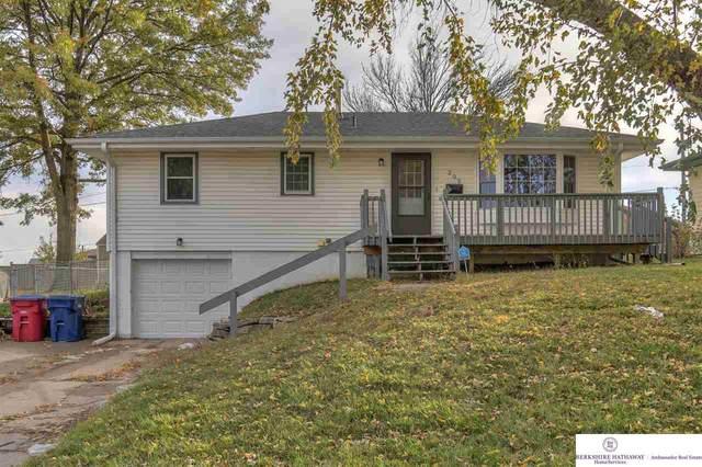 203 E 7 Street, Papillion, NE 68046 (MLS #22027144) :: One80 Group/Berkshire Hathaway HomeServices Ambassador Real Estate