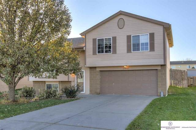 17007 Yort Street, Omaha, NE 68116 (MLS #22027184) :: Catalyst Real Estate Group