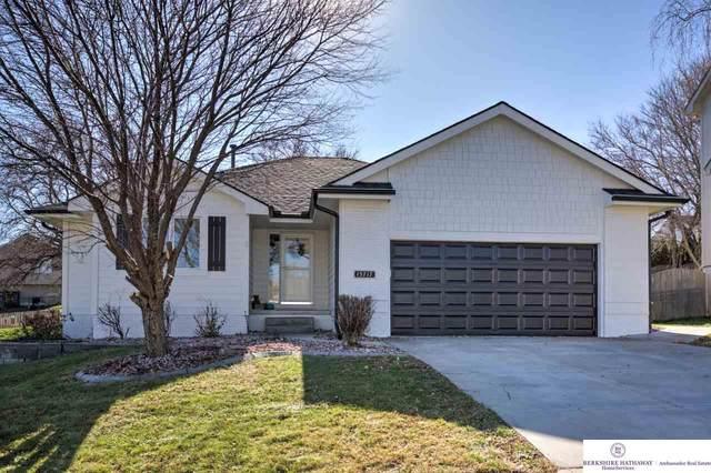 15717 Timberlane Drive, Omaha, NE 68136 (MLS #22028482) :: Complete Real Estate Group