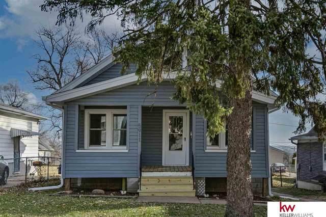 5911 N 33rd Avenue, Omaha, NE 68111 (MLS #22028676) :: Catalyst Real Estate Group