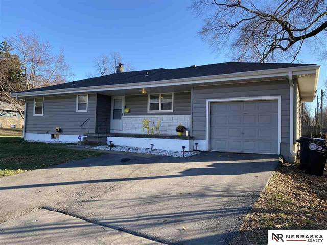 5601 Pratt Street, Omaha, NE 68104 (MLS #22029039) :: kwELITE