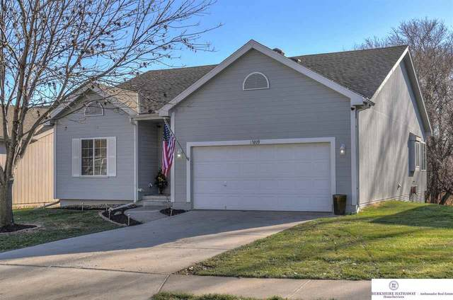 15209 Saratoga Street, Omaha, NE 68116 (MLS #22029401) :: The Homefront Team at Nebraska Realty