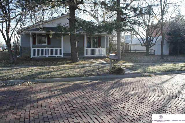 136 S Scott Street, Gretna, NE 68028 (MLS #22029426) :: The Homefront Team at Nebraska Realty
