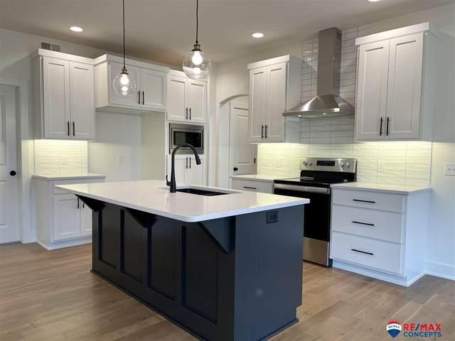 8031 S 67 Street, Lincoln, NE 68516 (MLS #22100355) :: One80 Group/Berkshire Hathaway HomeServices Ambassador Real Estate