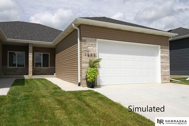5038 W Stampede Lane, Lincoln, NE 68528 (MLS #22100580) :: kwELITE