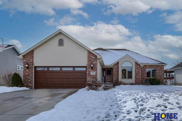 9525 Forest Glen Drive, Lincoln, NE 68526 (MLS #22100598) :: Dodge County Realty Group