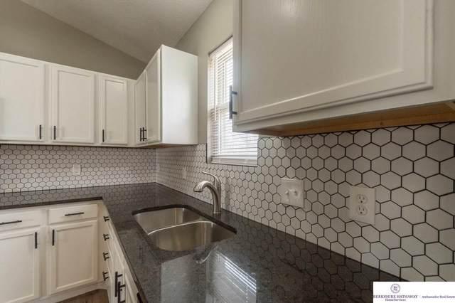 6087 Ville De Sante Drive, Omaha, NE 68104 (MLS #22100900) :: Catalyst Real Estate Group