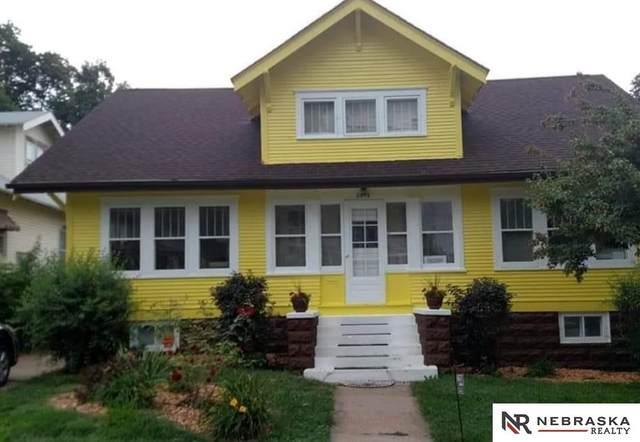 2813 S 32nd Avenue, Omaha, NE 68105 (MLS #22102094) :: Stuart & Associates Real Estate Group