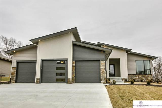 11467 S 198 Street, Gretna, NE 68028 (MLS #22102232) :: Dodge County Realty Group