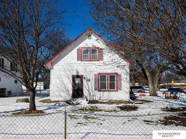 902 W 24th Avenue, Bellevue, NE 68005 (MLS #22102873) :: Stuart & Associates Real Estate Group