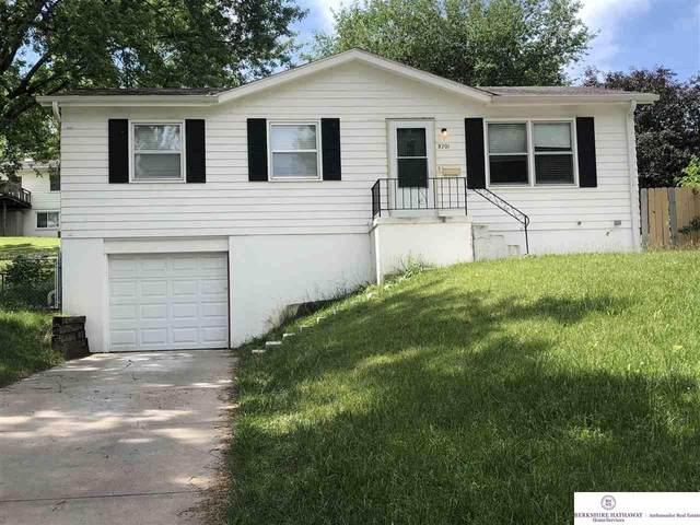8701 Westridge Drive, Omaha, NE 68124 (MLS #22102897) :: Complete Real Estate Group