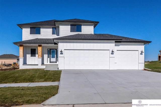 18402 Grand Avenue, Omaha, NE 68116 (MLS #22104435) :: Berkshire Hathaway Ambassador Real Estate