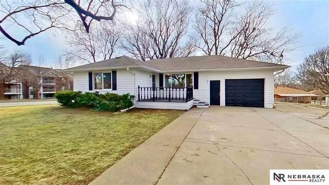 801 El Avado Avenue, Lincoln, NE 68504 (MLS #22104672) :: Capital City Realty Group