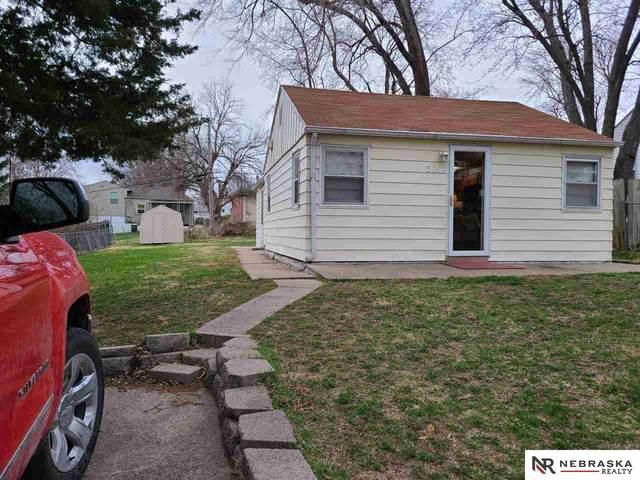 5212 Weir Street, Omaha, NE 68117 (MLS #22105050) :: Berkshire Hathaway Ambassador Real Estate
