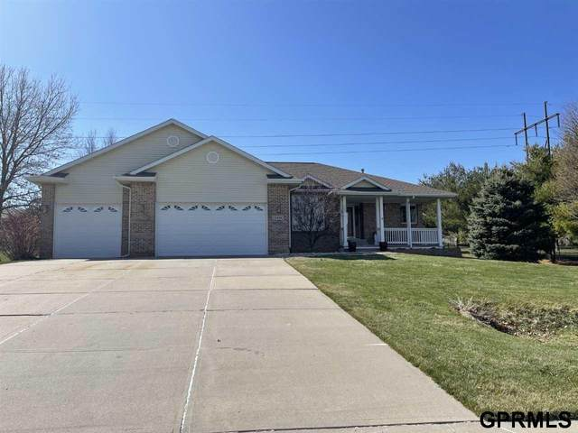 13802 S 41 Street, Bellevue, NE 68123 (MLS #22105762) :: Capital City Realty Group