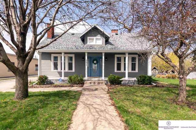 321 S Bryan Street, Gretna, NE 68028 (MLS #22105784) :: One80 Group/KW Elite