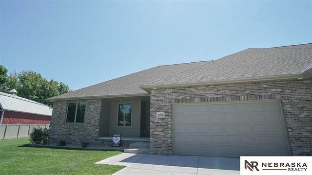 1821 Del Mar Circle, Grand Island, NE 68803 (MLS #22106414) :: kwELITE