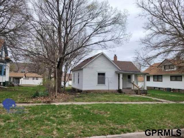 814 N York Avenue, York, NE 68467 (MLS #22106629) :: Berkshire Hathaway Ambassador Real Estate