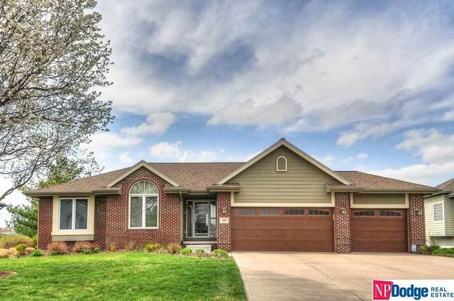 110 Oakmont Circle, Papillion, NE 68133 (MLS #22106703) :: Lincoln Select Real Estate Group