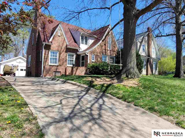 2132 Smith Street, Lincoln, NE 68502 (MLS #22106982) :: Berkshire Hathaway Ambassador Real Estate
